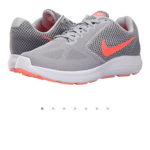 le scarpe nike poshmark rivoluzione 3.